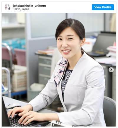 山田美諭の銀行員制服姿